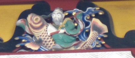 16本殿9鯉と仙人.jpg