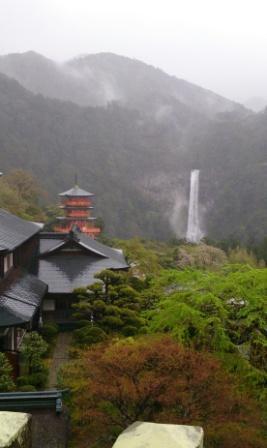 IMG_20150416_154154三重塔と滝.JPG
